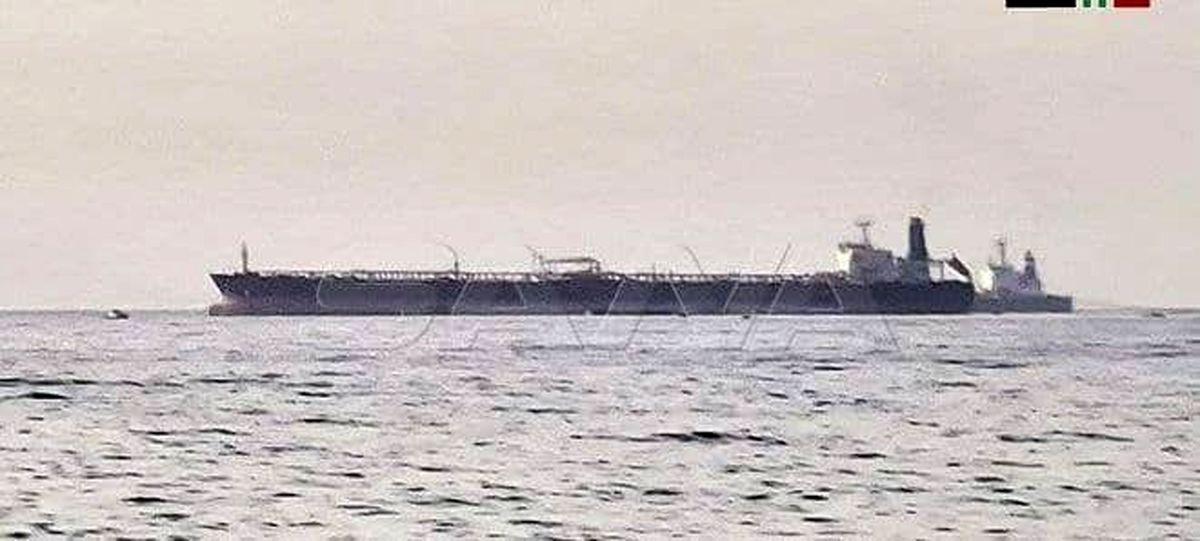 حمله پهپادی به یک نفتکش در سواحل شمالی سوریه + عکس