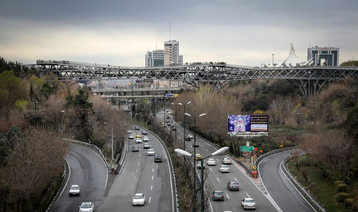 پل طبیعت تهران نارنجی شد +عکس
