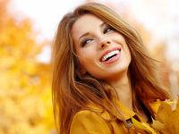 لبخندِ اجباری واقعاً شما را شاد میکند؟