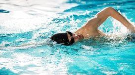 شنا در زیر یخ برای شکستن رکورد جهانی +فیلم