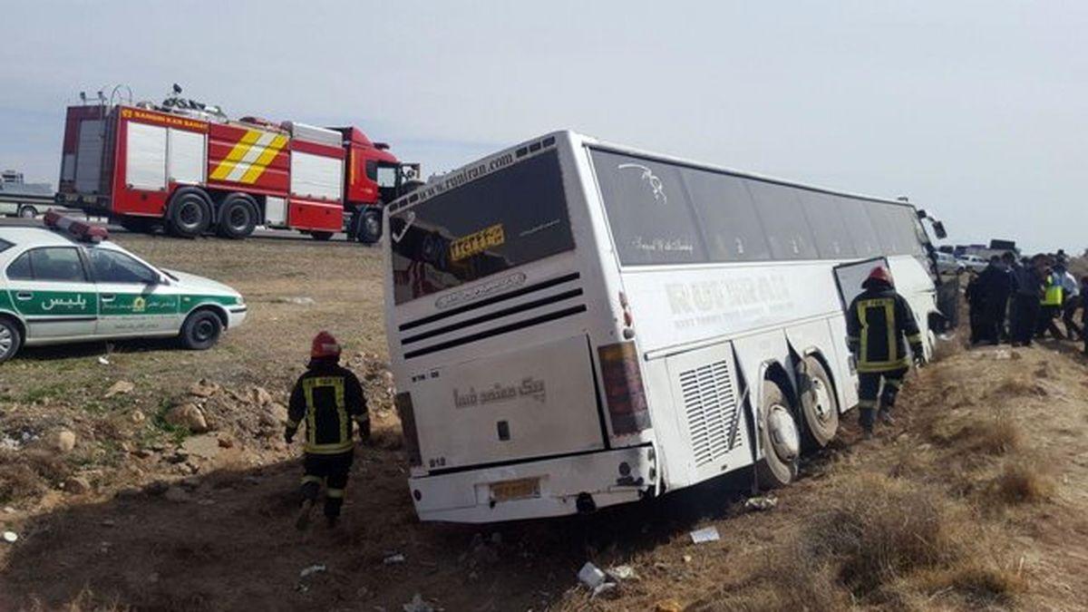 خوابآلودگی راننده علت خروج از جاده اتوبوس در زنجان