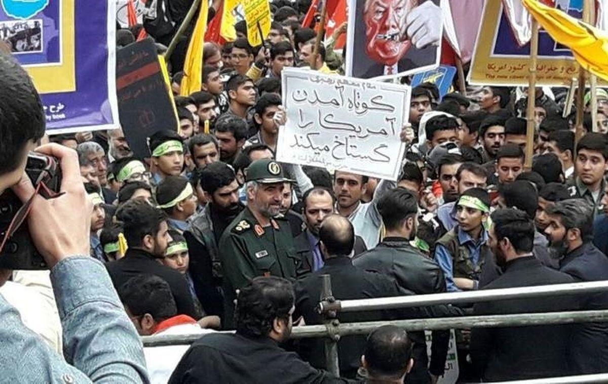 فرمانده قرارگاه راهیان نور در راهپیمایی ۱۳آبان +عکس