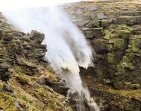 آبشار برعکس +فیلم