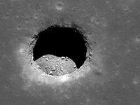 رصد غارهای مرموز در سطح ماه +عکس