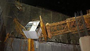 سقوط جرثقیل ساختمانی در ملاصدرای تهران +تصاویر