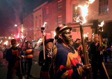 جشن آتش انگلـیس