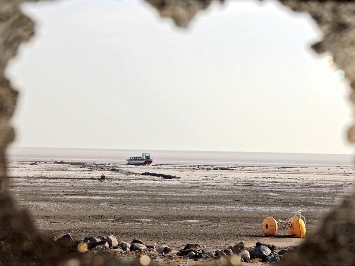 حجم آب دریاچه ارومیه ۴۰درصد کاهش یافته است