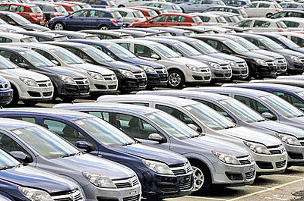 افزایش افسار گسیخته قیمت خودرو در بازار/ بانک مرکزی سد راه نقدینگی شود