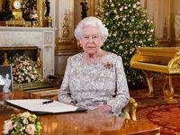 ملکه انگلیس در حال خواندن پیام کریسمس +عکس