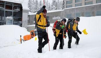 دستکم ۳ زخمی در پی سقوط بهمن در شرق سوئیس +فیلم