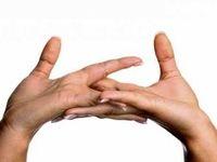 شکستن انگشتان دست؛ مضر یا بیضرر؟