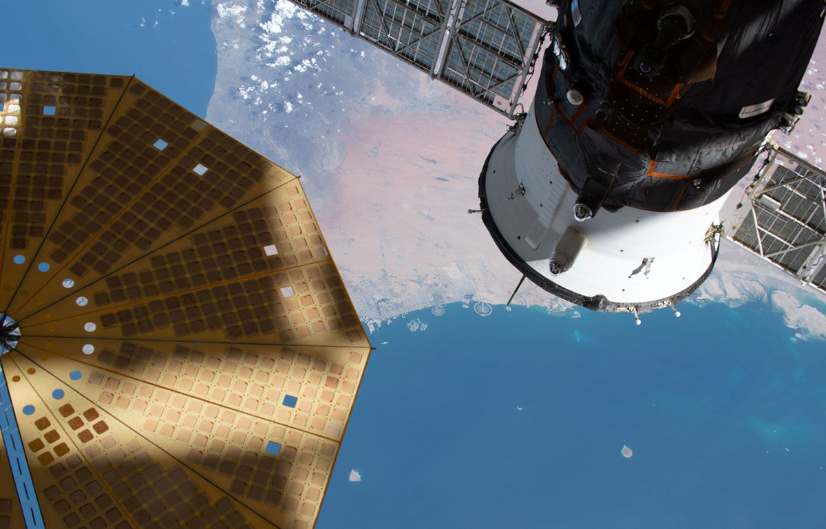 نخستین پیاده روی فضایی زنانه انجام شد +تصاویر