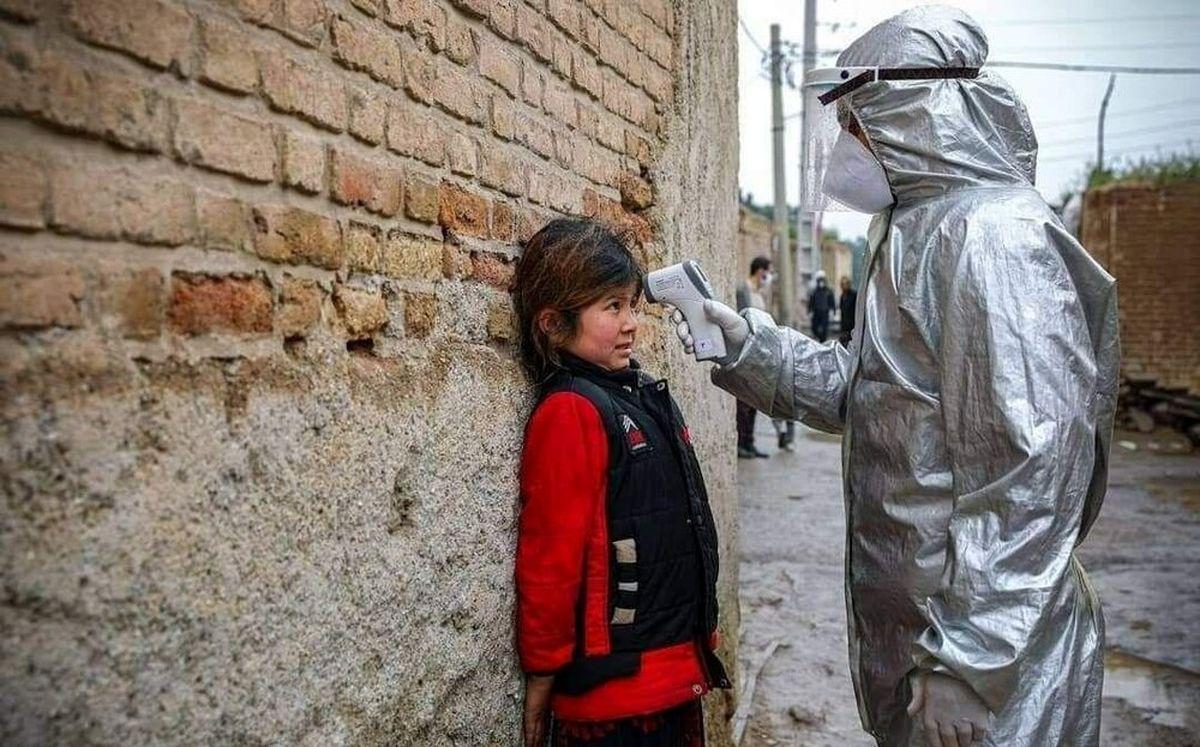 هراس کودک مهاجر افغانستانی از تب سنجی کرونا