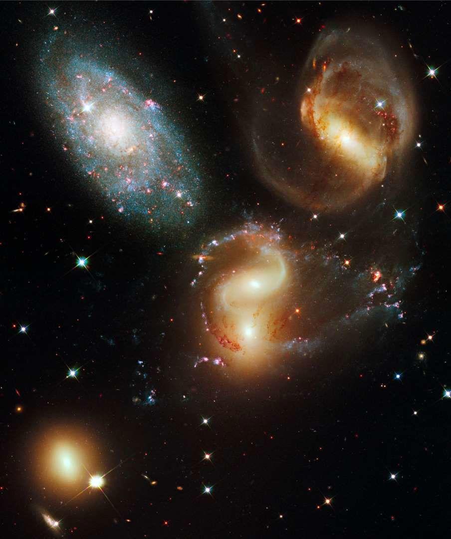 تصاویر به دستآمده از تلسکوپ فضایی هابل
