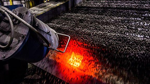 خم شدن کمر بازار آهن اسفنجی توسط دلالان