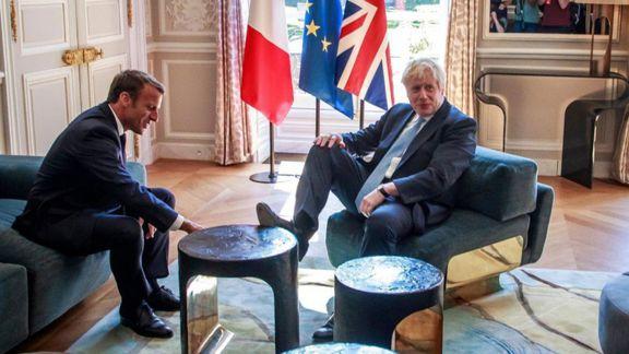 حرکت زننده نخست وزیر انگلیس در حضور ماکرون +عکس