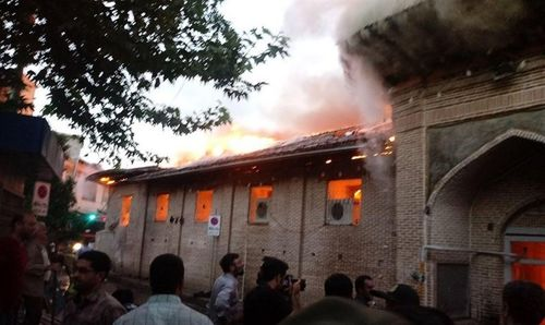 مصدومیت ۱۲نفر در آتش سوزی مسجد جامع و بازار ساری