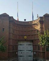 پرچم سفارت فرانسه در تهران نیمه افراشته شد