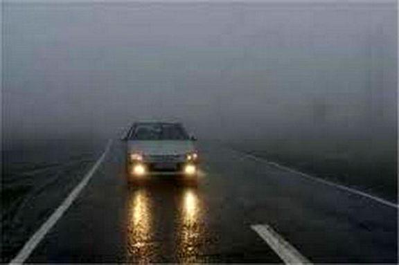 مه گرفتگی در جادههای ١٠استان