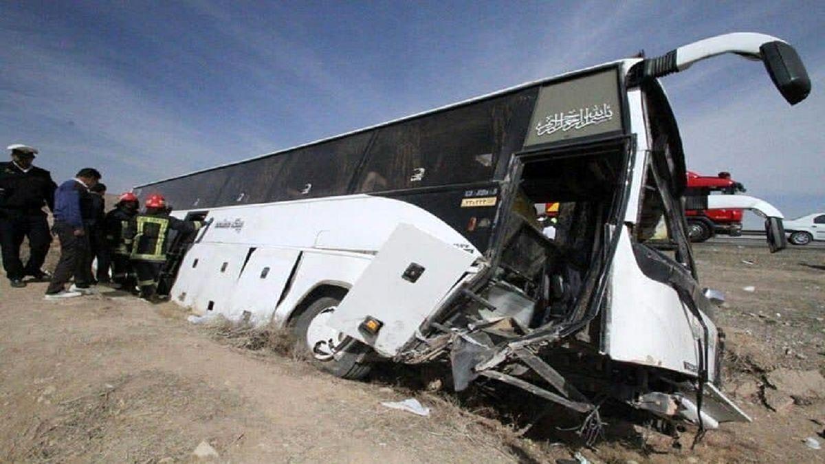 واژگونی اتوبوس در محور هراز با ۴۲کشته و زخمی