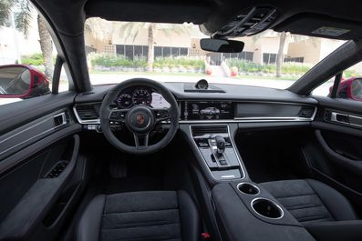 2019-Porsche-Panamera-GTS