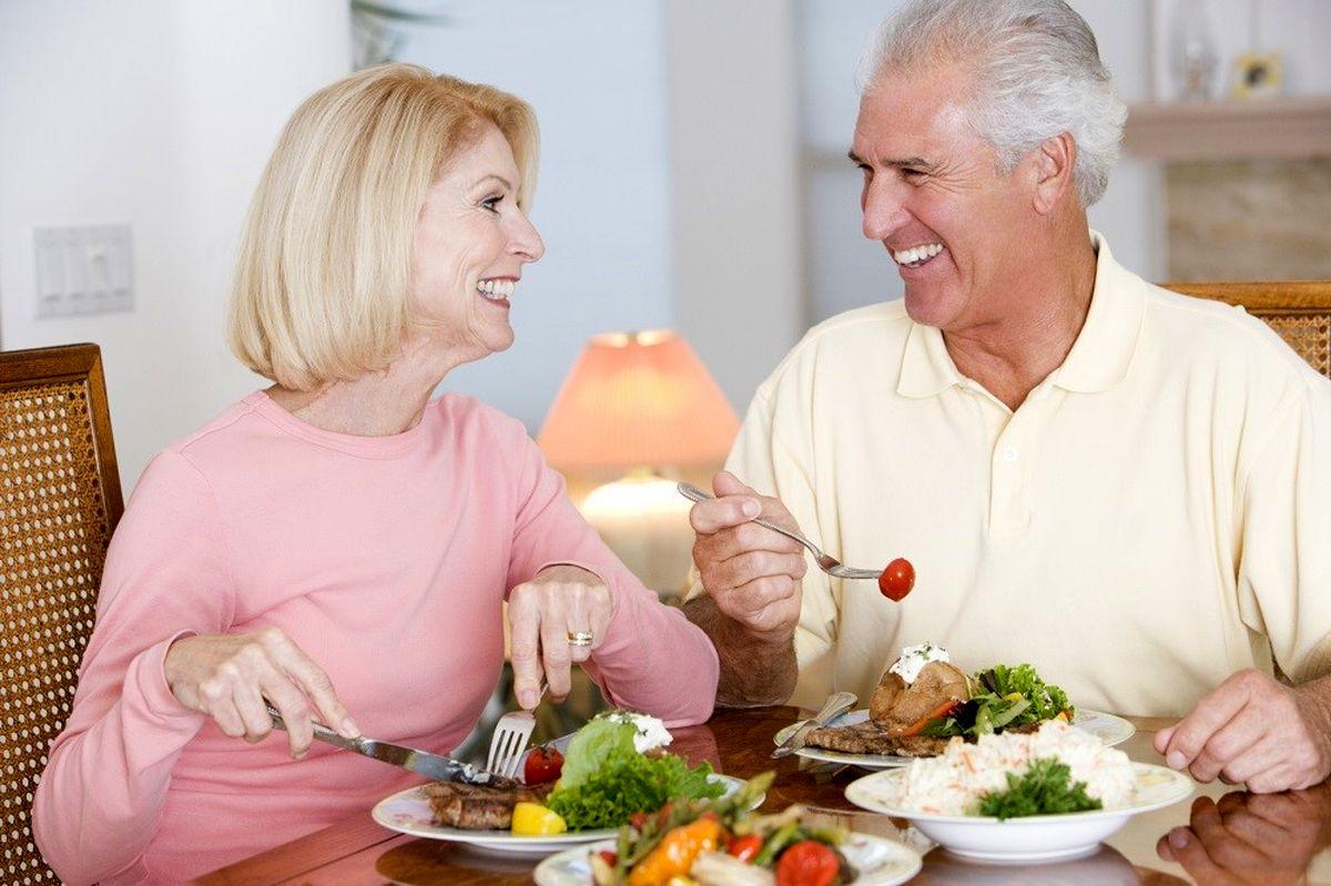 بهترین  خوراکی ها برای افراد بالای ۵۰ سال
