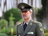 ابراز ارادات متفاوت وزیر دفاع به شهید سلیمانی +عکس