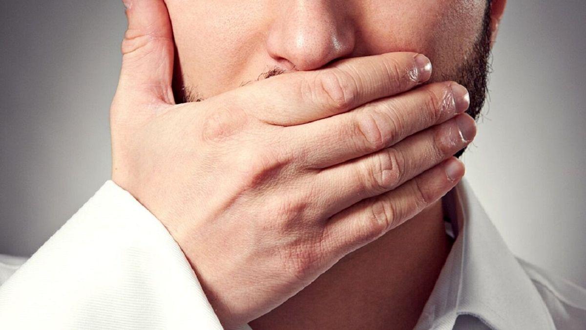 بوی بد دهان چه خطراتی دارد؟