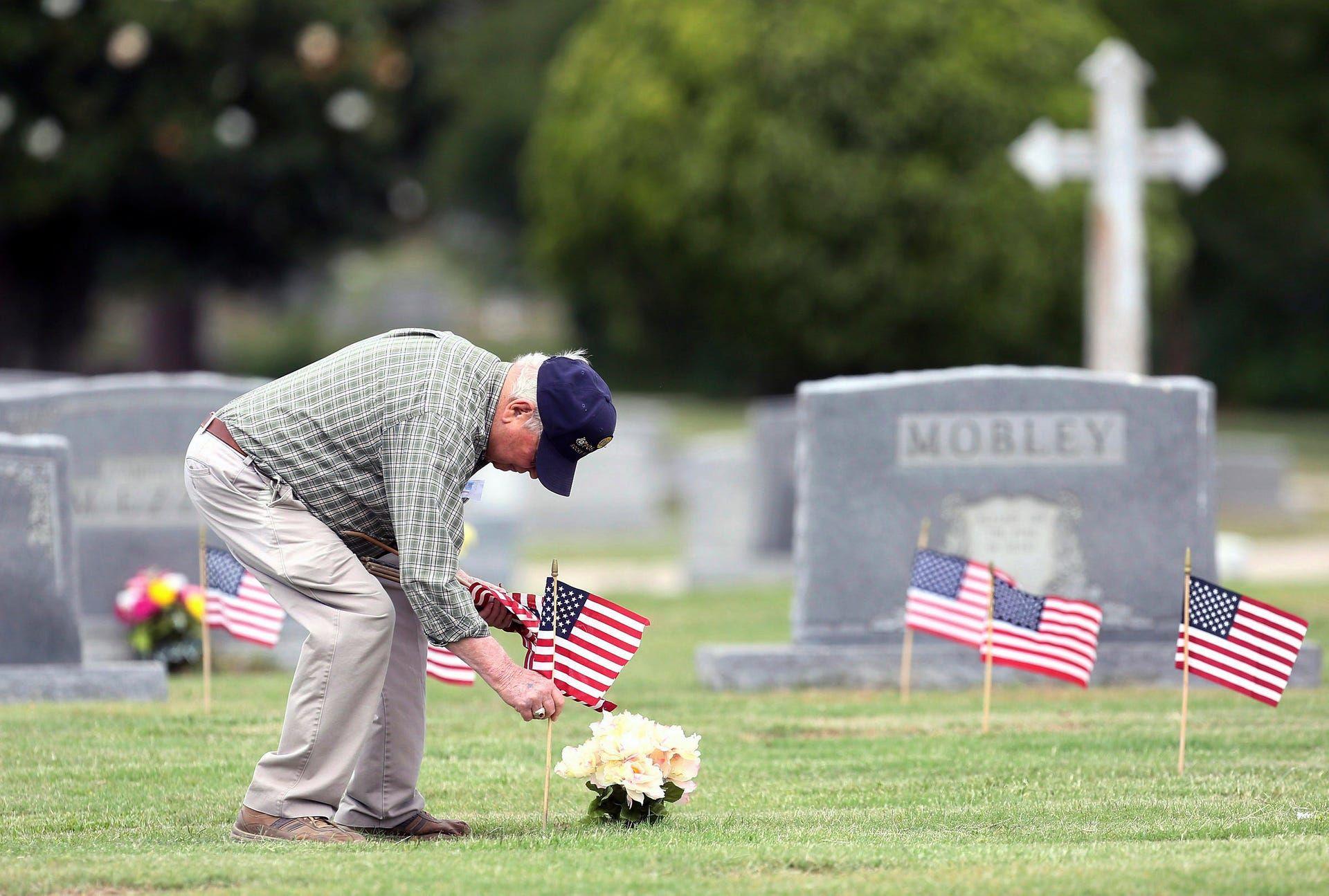 دونالد ترامپ و همسرش در قبرستان ملی آمریکا