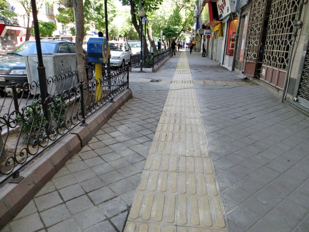 بهرهبرداری از پیادهروها نه برای شهرداری و نه اصناف مجاز نیست
