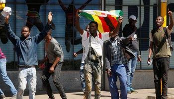 درگیری شهروندان زیمباوه  با پلیس ضدشورش +تصاویر