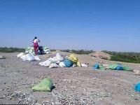 فروش ماهی مرده رود خشک شده هیرمند برای کسب درآمد