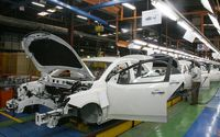 ضرورت پرداخت 15هزار میلیارد تومان وام به دو شرکت خودروسازی/ دولت خصوصیسازی را جدی بگیرد
