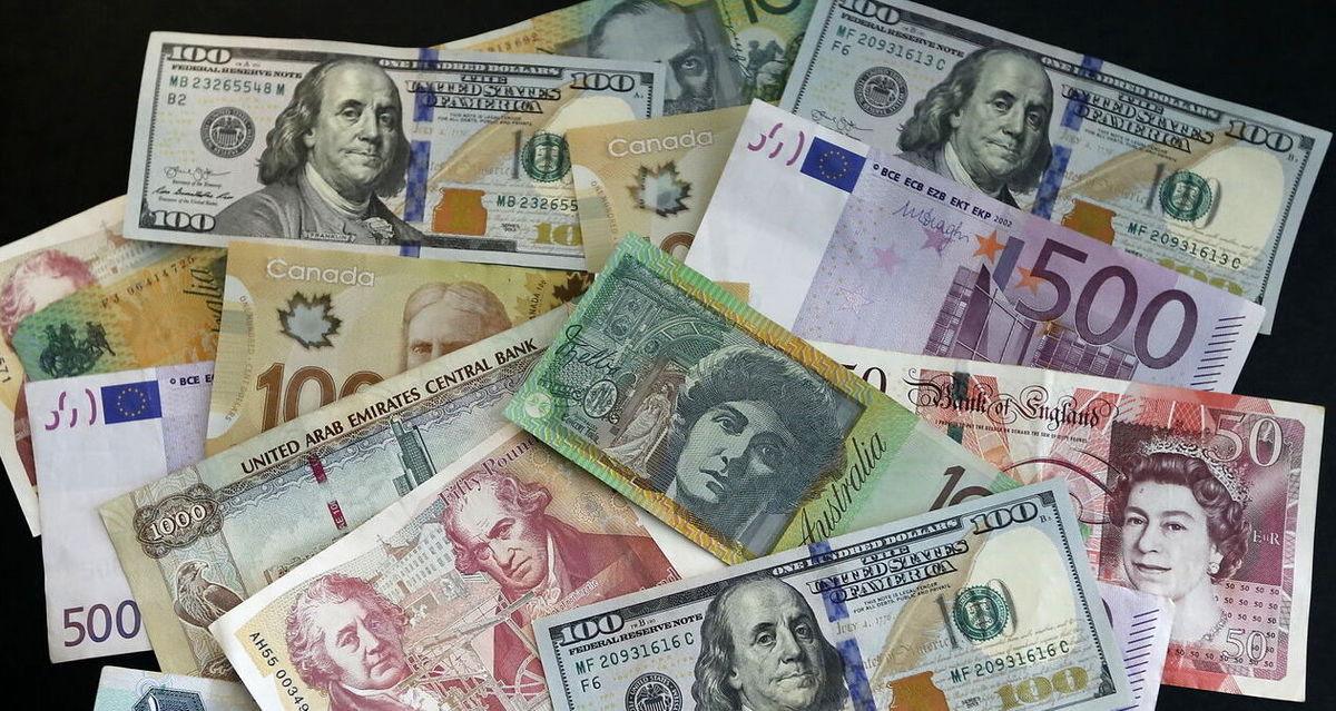 عرضه ۷۸میلیون دلاری اسکناس تنها با تقاضای ۱.۵میلیون دلاری مواجه شد/ افزایش عرضه ارز صادرکنندگان در نیمه دوم سال