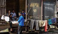 اسکان سیل زدگان خوزستان در واگنهای قطار +تصاویر