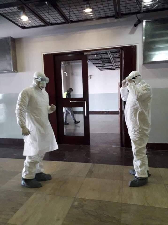 کنترل عجیب ویروس «کرونا» در فرودگاه کابل! +عکس