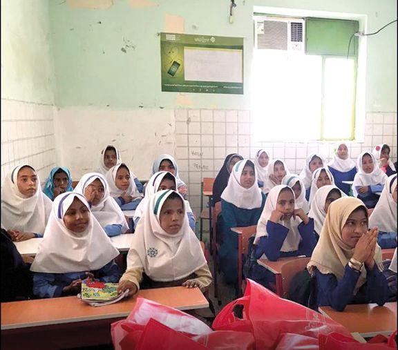 هدایایی به رسم دوستی توسط شرکت مهرام به دانش آموزان روستای محروم دلگان واقع در سیستان و بلوچستان