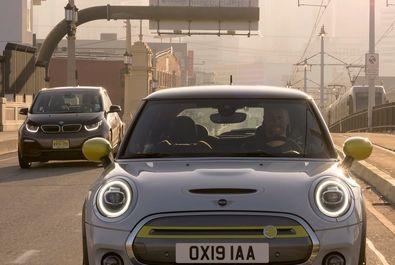 بی ام و از خودروی مینی کوپر تمام الکتریک رونمایی کرد