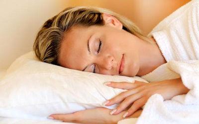 ۶کاری که نباید در رختخوابتان انجام دهید