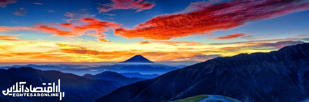 منظره کوهستانی ژاپن .