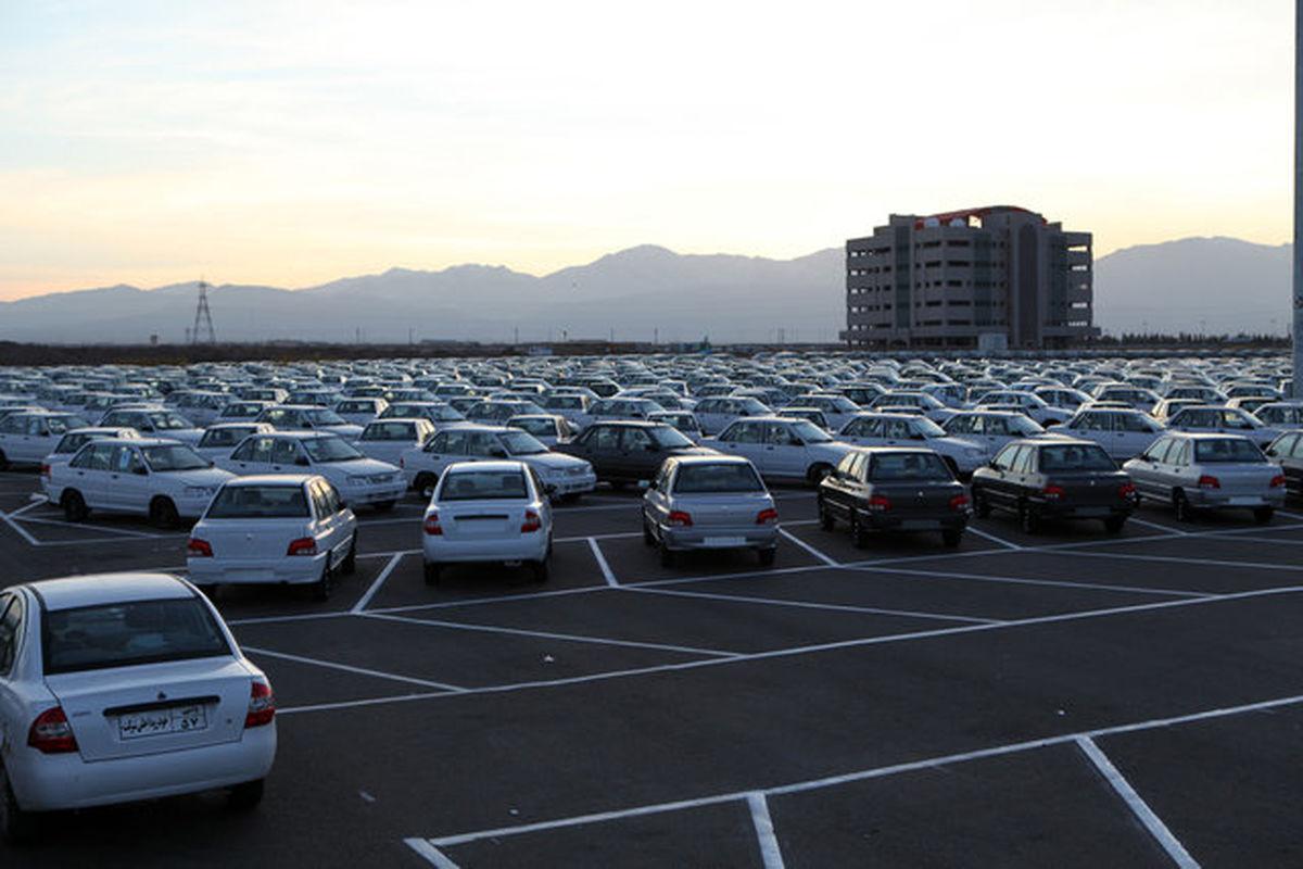 عرضه خودرو در بورس دست دلالان را کوتاه میکند