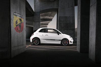 2019-Fiat-500C-Abarth-Cabrio-03