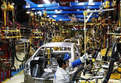 خطر جدی تحریم برای صنعت خودرو/ بازار کشش افزا
